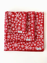 Load image into Gallery viewer, Red Snowflake Gift Wraps