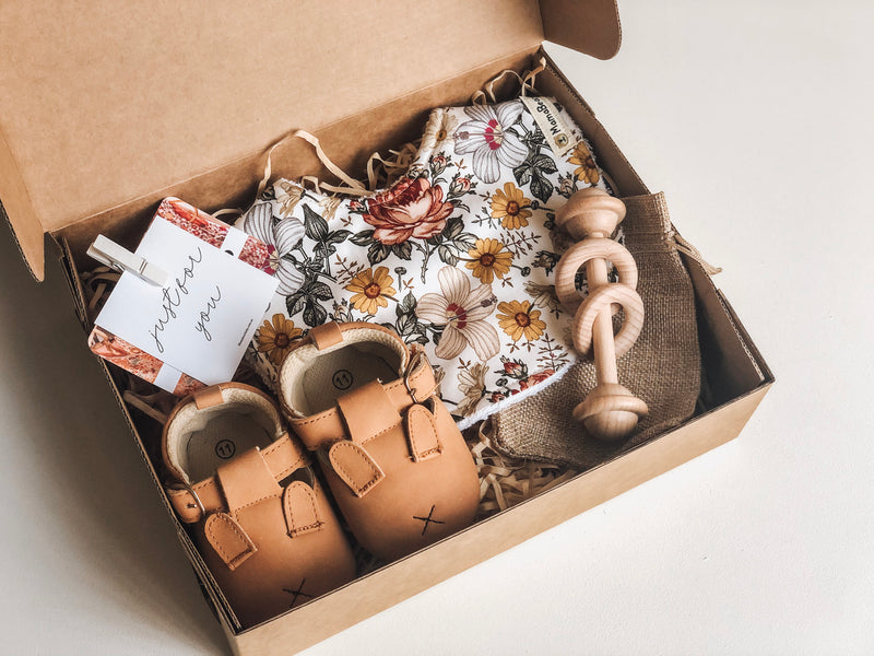 Farmyard Moccasin Gift Set - Mama Bear