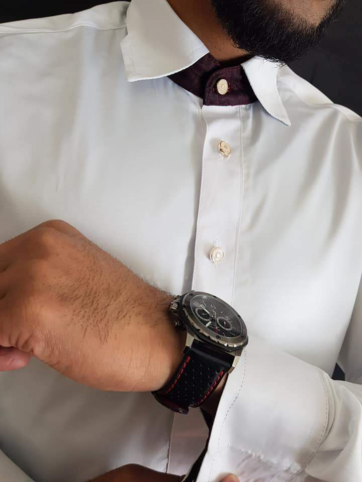 Man wearing White Thobe with Maroon cuff