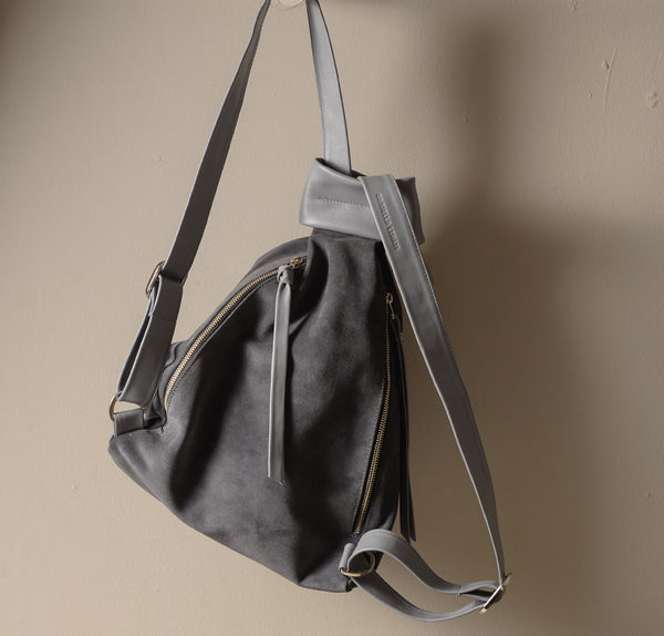 QuebacBackpackBag_gray_suede