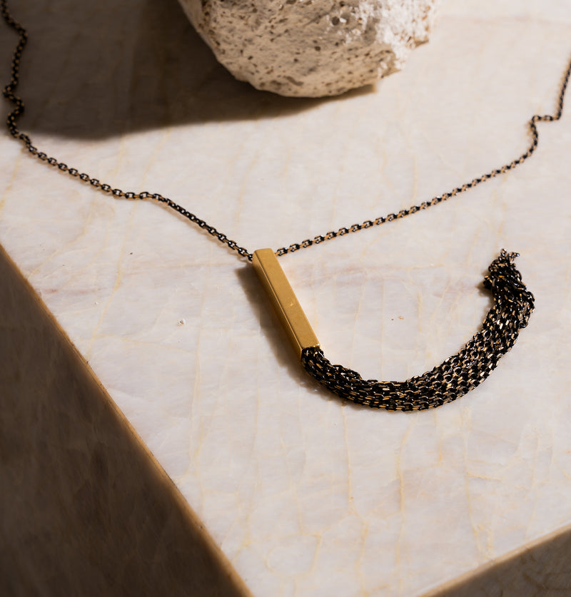 Cigarshapednecklace_Black