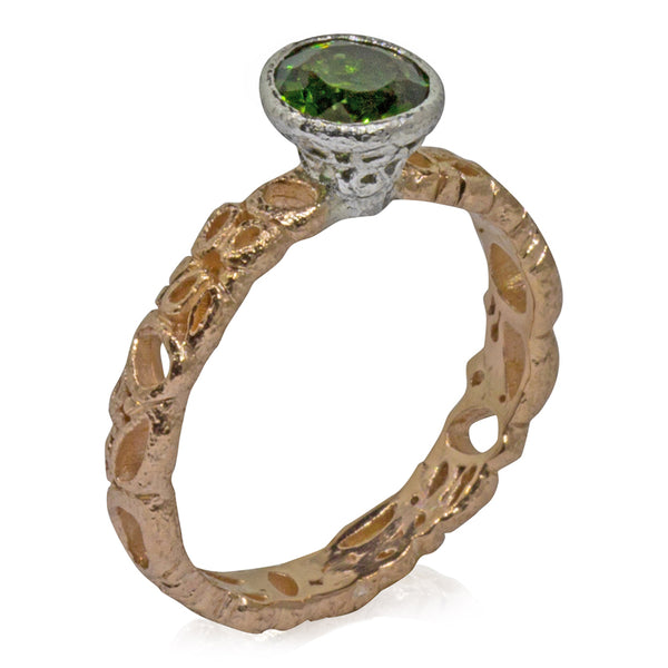 Effervescence narrow band with round green tourmaline side