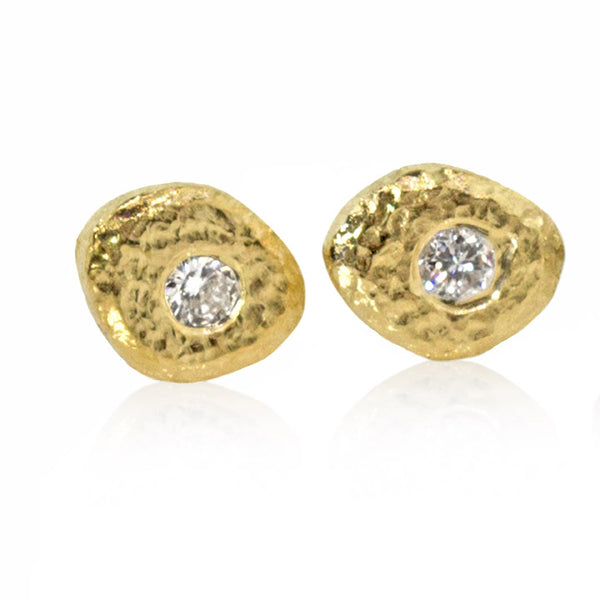 Single Pebble stud earrings in 18k gold with diamond