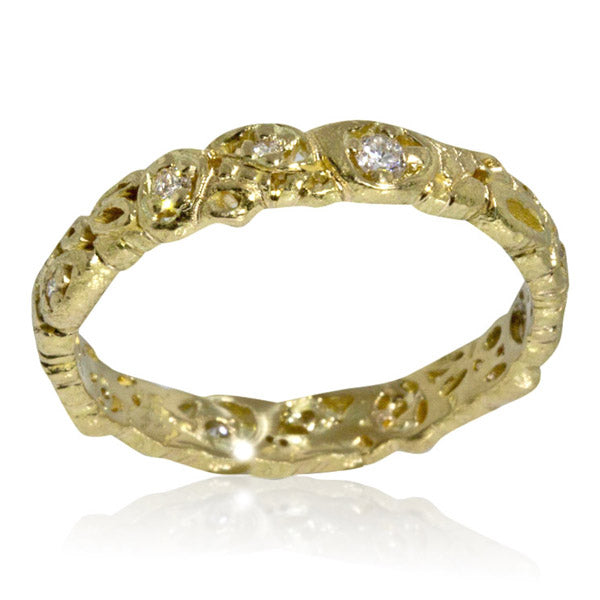 Effervescence narrow band in 18ky gold with diamonds top