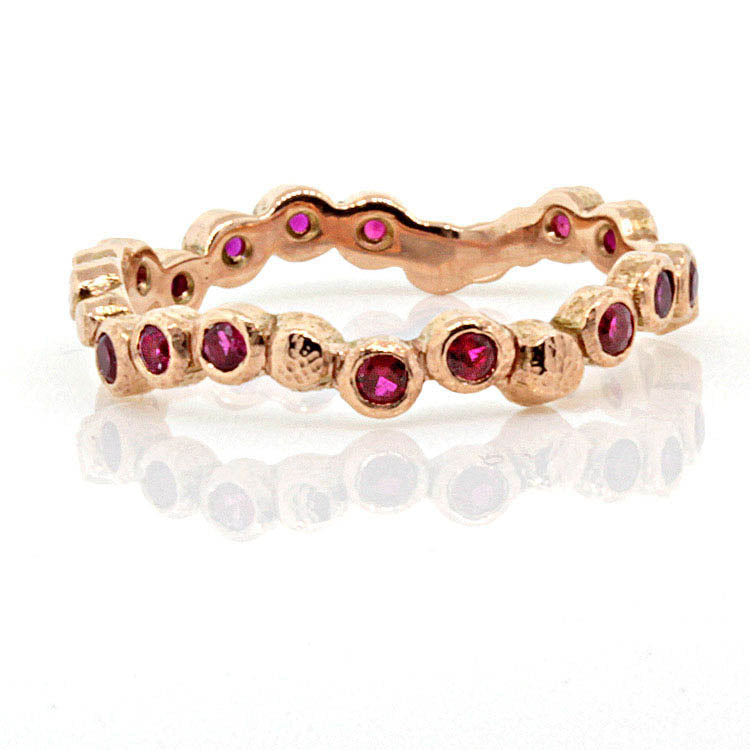 Sparkling Pebbles Ring in Rose Gold With Rubies