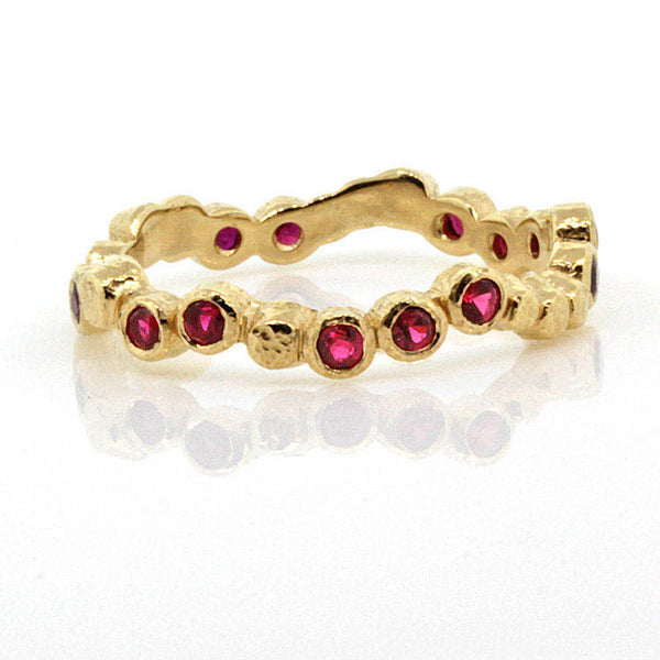 Wavy Pebbles Ring in Yellow Gold with Rubies