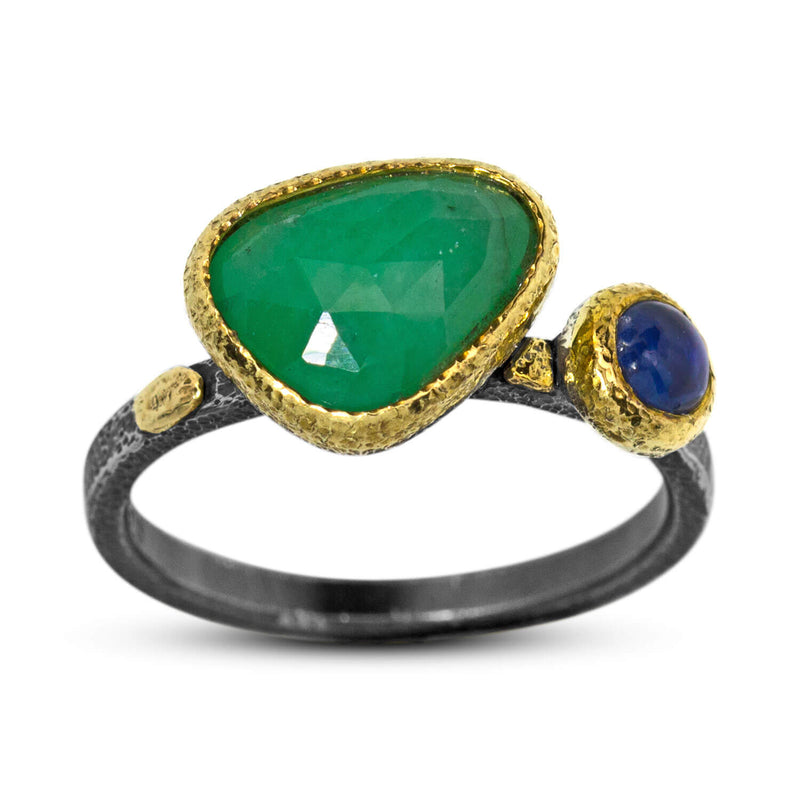 Textured Pebbles Ring with Emerald and Iolite