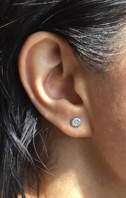 Single Pebble stud earrings in palladium with diamond on ear