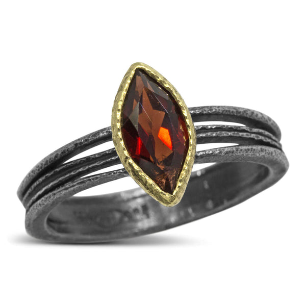 Wave Ring with garnet