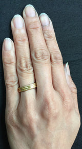 18k yellow gold band on hand