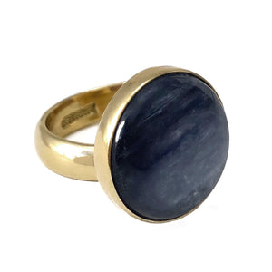 Round blue kyanite adjustable ring in gold alchemia