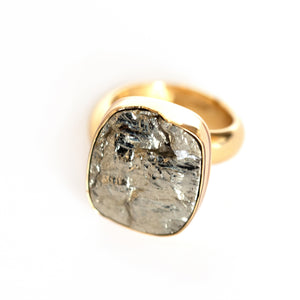 Pyrite stone adjustable ring in zero carat gold alchemia.