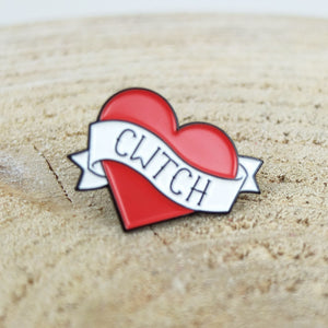 Enamel Cwtch Pin Badge