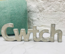 Daisy Cwtch Wooden Sign