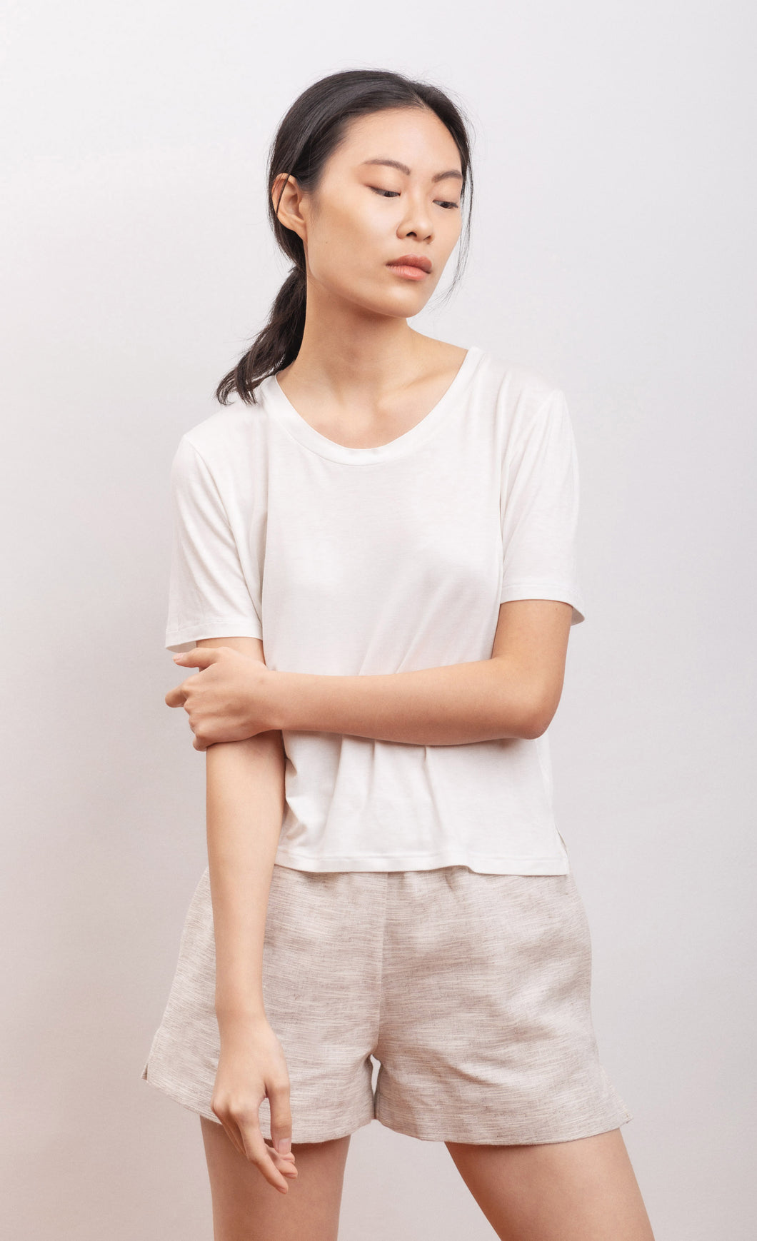 Short sleeves t-shirt in bamboo fabric, organic fabric, natural fabrics, slow fashion, eco friendly, eco materials, sustainable fashion.