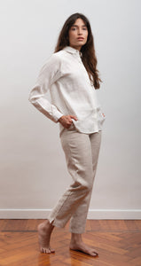 trouser in hemp fabric, organic cotton fabric, natural fabrics, slow fashion, eco friendly, eco materials, sustainable fashion.
