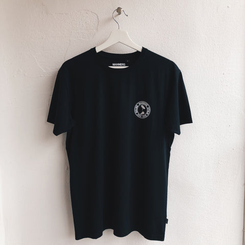 Small MANNERS round logo tee black