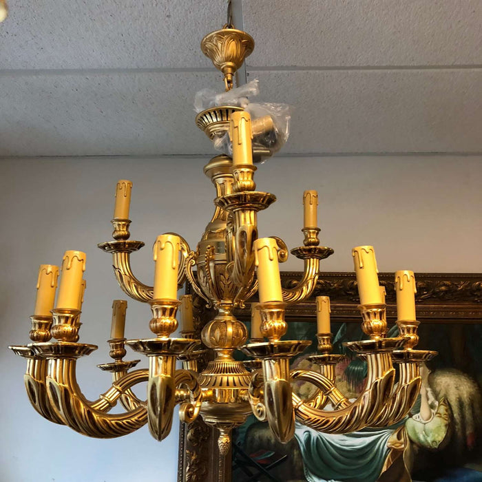 "15 Light Classic Gold Chandelier for Indoor Lighting 32"" x 31"""