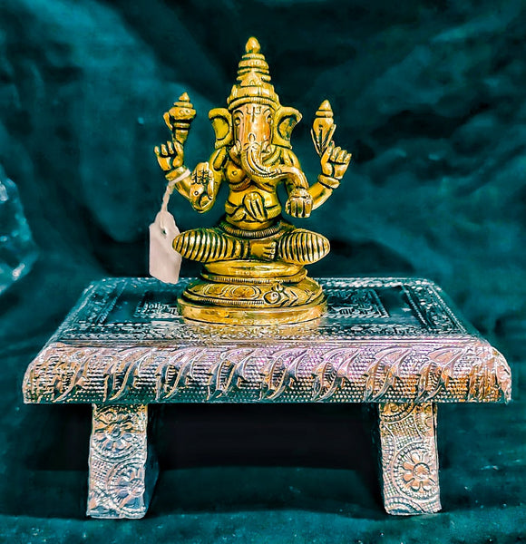 BRASS GANESHA ON WHITE METAL PEETA