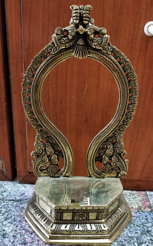 BRASS  PRABHAVALI WITH PEETA  9.5 INCH HEIGHT