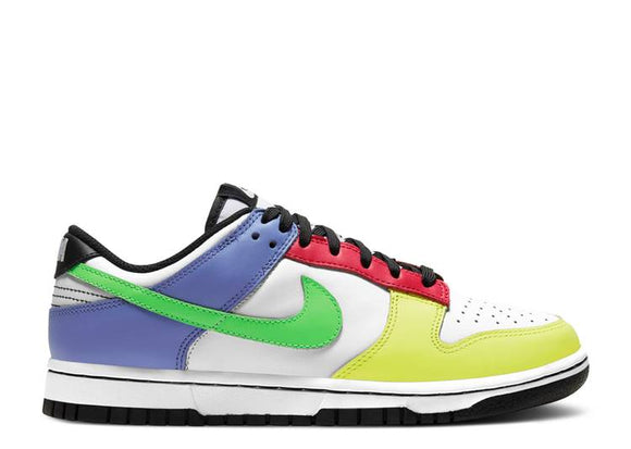 WMNS DUNK LOW 'GREEN STRIKE'