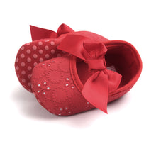 Load image into Gallery viewer, Bowties vs Flower Lace Pre-Walker Shoe (Red) - BabyLand.my