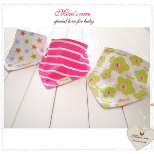 MomsCare Triangular Series Teething Bibs (Big Flowers) - BabyLand.my