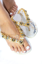 "Load image into Gallery viewer, GROOM'S MOTHER Customized HAVAIANAS, exclusive floral pattern with ""Groom's Mother"", golden crystal rhinestones - SLIM"