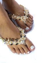 "Load image into Gallery viewer, BRIDE customized HAVAIANAS, exclusive floral pattern with ""bride"", White pearls appliques whith crystal rhinestones-SLIM"