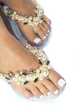 Load image into Gallery viewer, Customized HAVAIANAS, exclusive floral pattern, White pearls appliques whith crystal rhinestones - SLIM