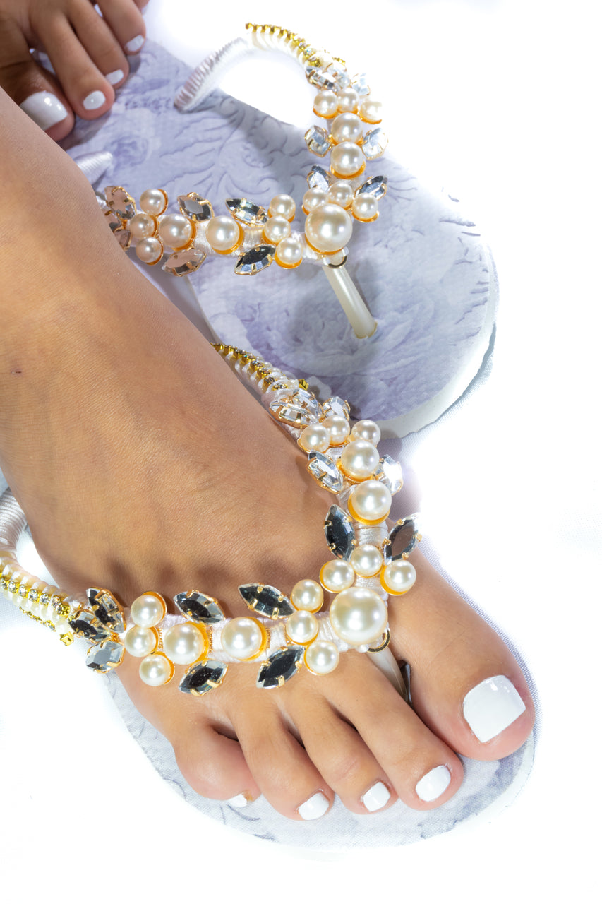 Customized HAVAIANAS, exclusive floral pattern, White pearls appliques whith crystal rhinestones - SLIM