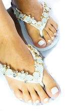 "Load image into Gallery viewer, BRIDE customized HAVAIANAS, exclusive floral pattern with ""bride"", White rhinestones crystals -TOP"