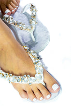 Load image into Gallery viewer, Customized HAVAIANAS, exclusive floral pattern, White matte rhinestones crystals -TOP