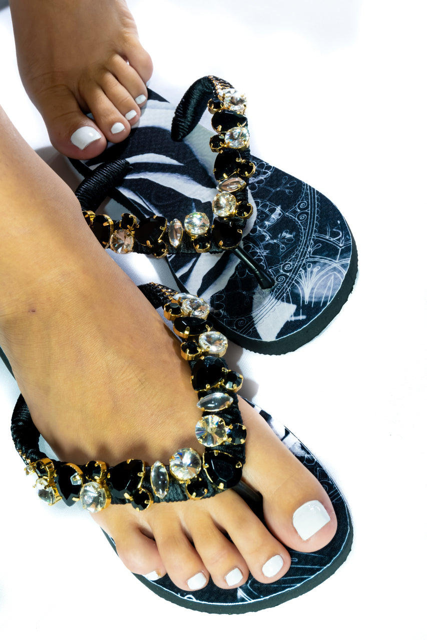 Customized HAVAIANAS, exclusive black and white floral pattern, crystal and black rhinestones - TOP