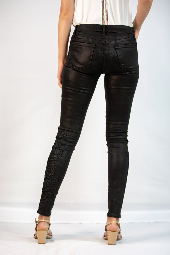 620 Mid-Rise Super Skinny in Coated Black Lace