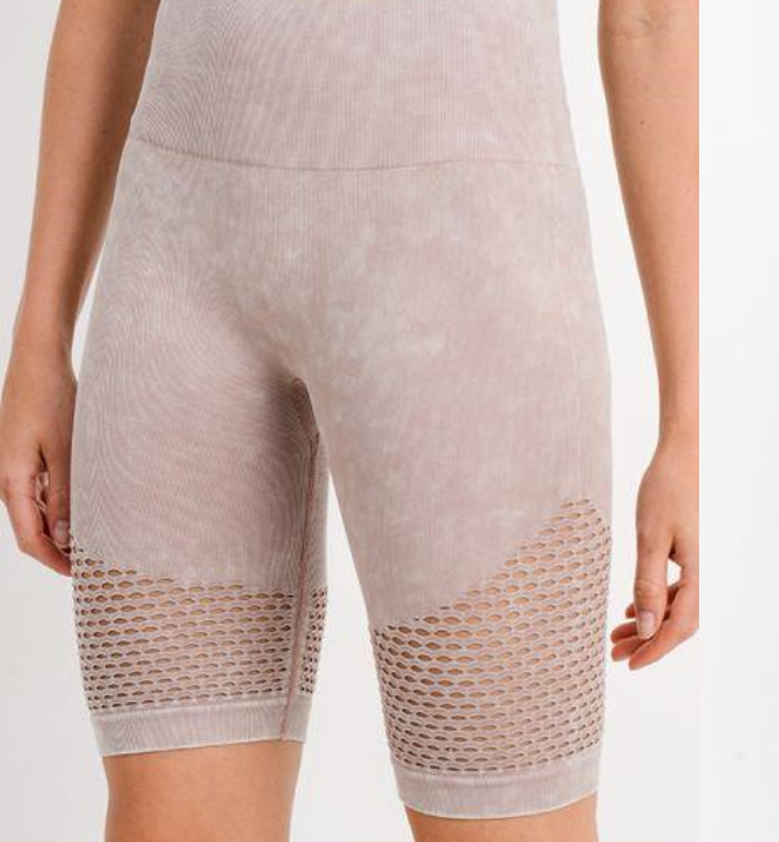 Highwaist Mineral Wash Seamless Bermuda Short in Almond