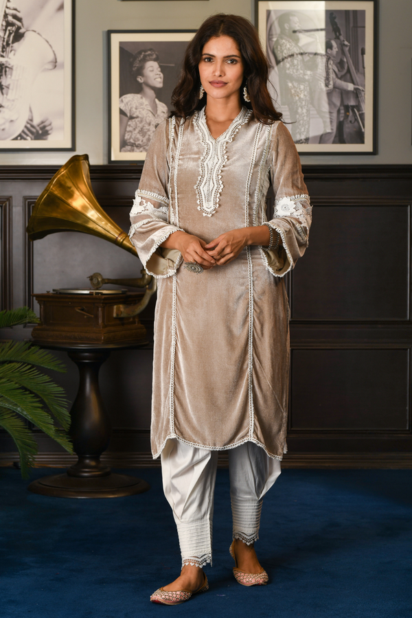 MAKHMAL ARECA KURTA WITH FRONT PLEATED PANTS