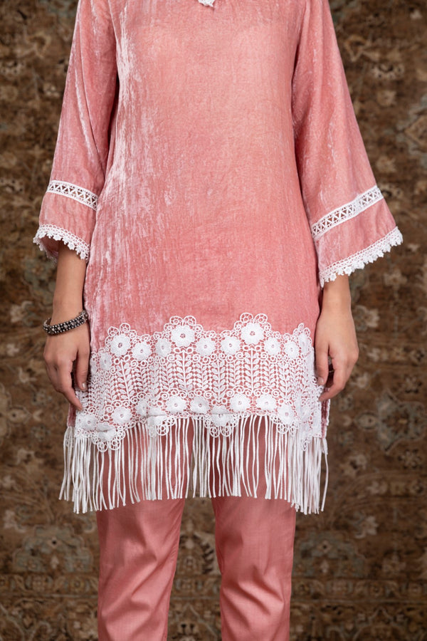 https://cdn.shopify.com/s/files/1/0088/4031/4931/files/Makhmal_Fern_Kurta.mov?2165