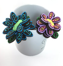 "Load image into Gallery viewer, ""Hanging Flower"" Solo Mug Buddy Topper"