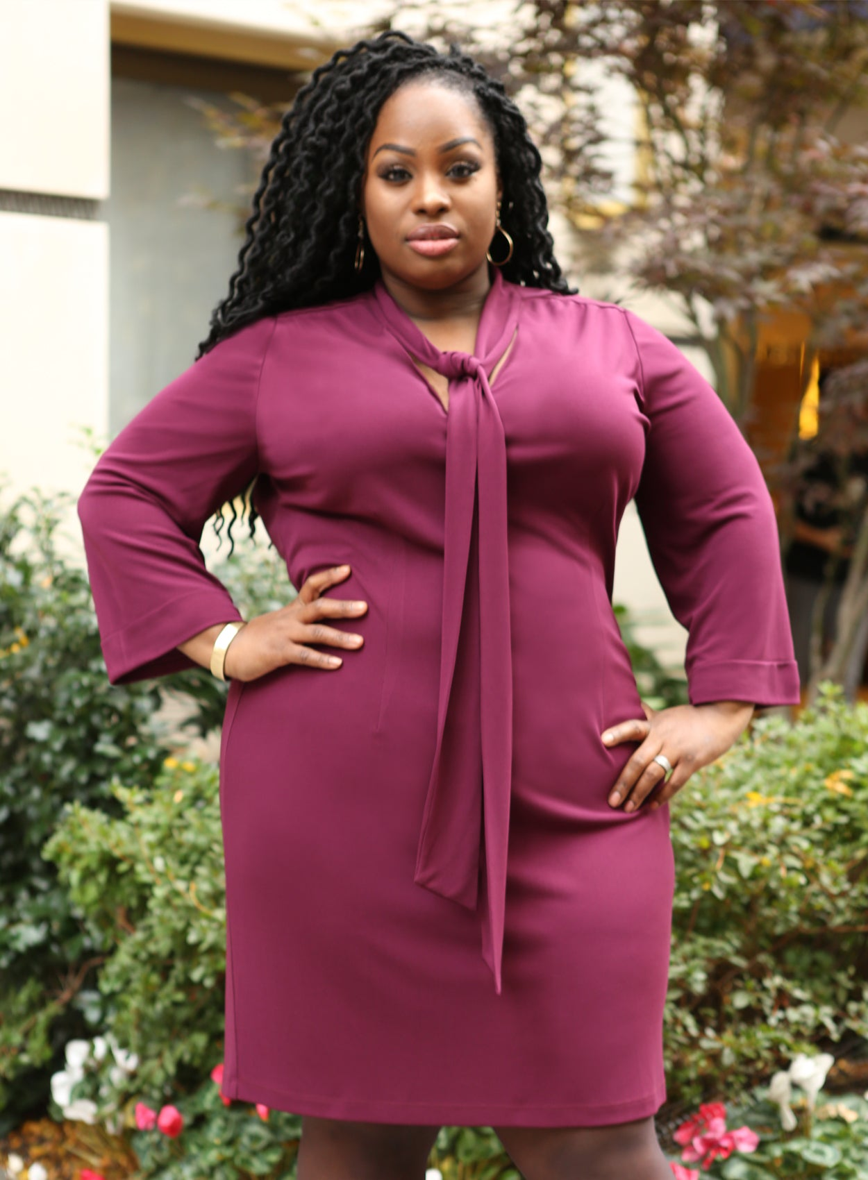 CURVY PLUS SIZE SHEATH DRESS WITH TIE NECK AND SLEEVES IN BURGUNDY WINE RED