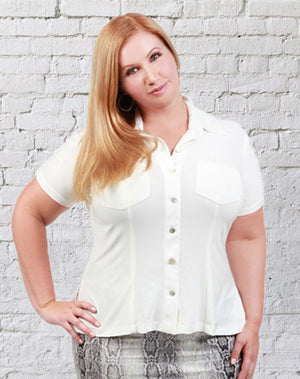 CURVY WOMENS IVORY PLUS SIZE BUTTON FRONT SHIRT OXFORD STYLE WITH COLLAR AND SHORT SLEEVES