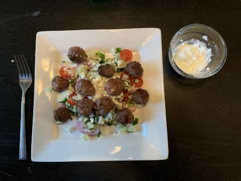 Greek Meatball Salade