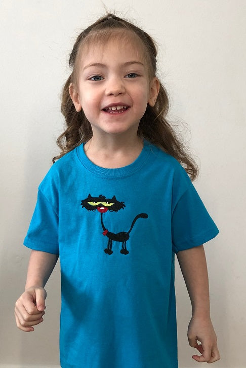Streetwise cat 🐱| Image embroidered on kids T-shirt