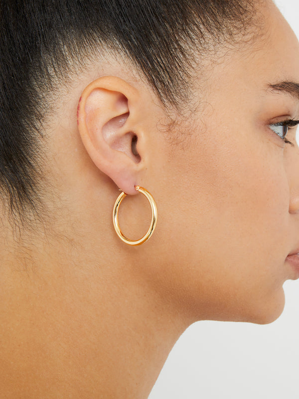 THE 14KT GOLD MEDIUM ESSENTIAL HOOPS
