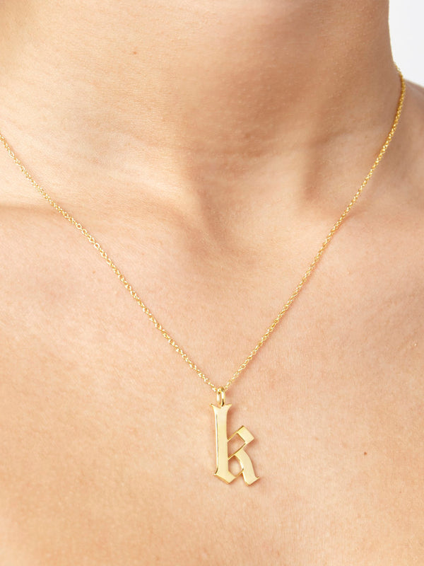 THE OLD ENGLISH PENDANT NECKLACE (LOWERCASE)