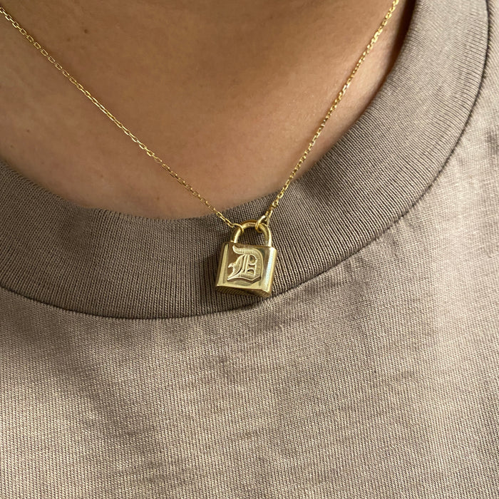THE EMBOSSED OLD ENGLISH LOCK NECKLACE