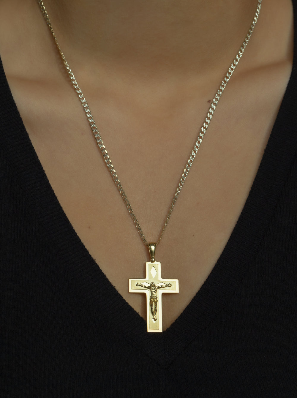 THE MAIORI CROSS NECKLACE