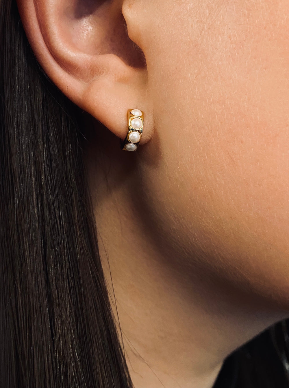 THE TINY PEARL HUGGIE HOOP EARRINGS