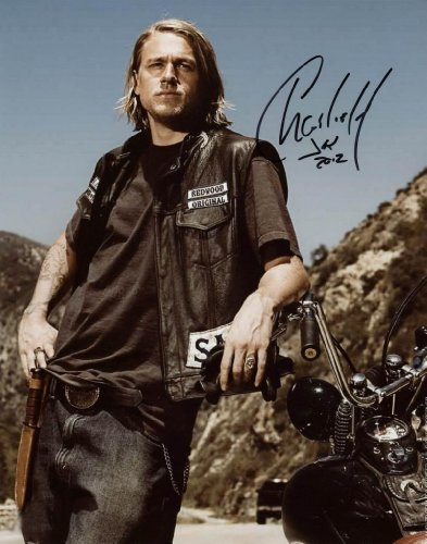 Kamisco: Collectibles: Charlie Hunnam Collectibles