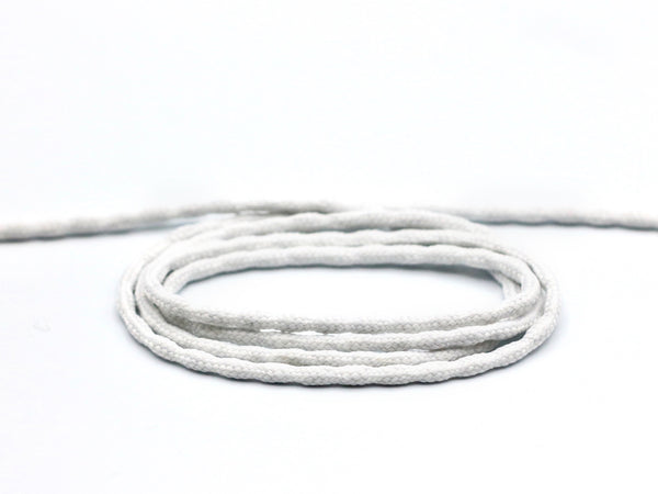 Cape weight, a metal chain encased in white cotton